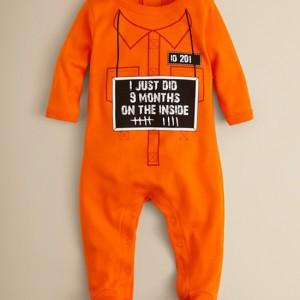Grenouillère pour bébé prisonnier
