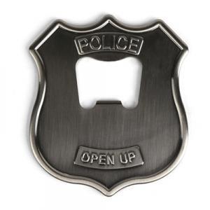 Le badge de police décapsuleur
