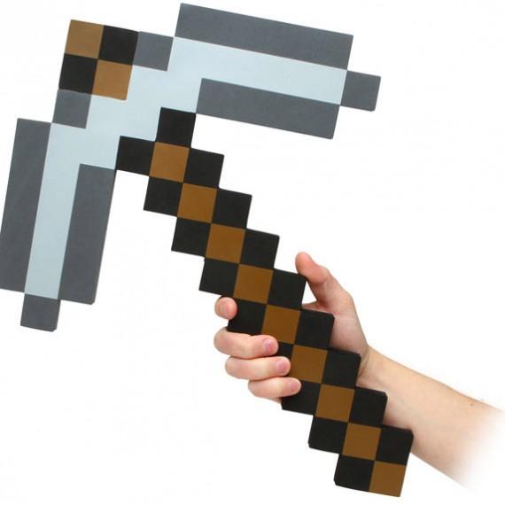 Pioche Minecraft réplique en mousse