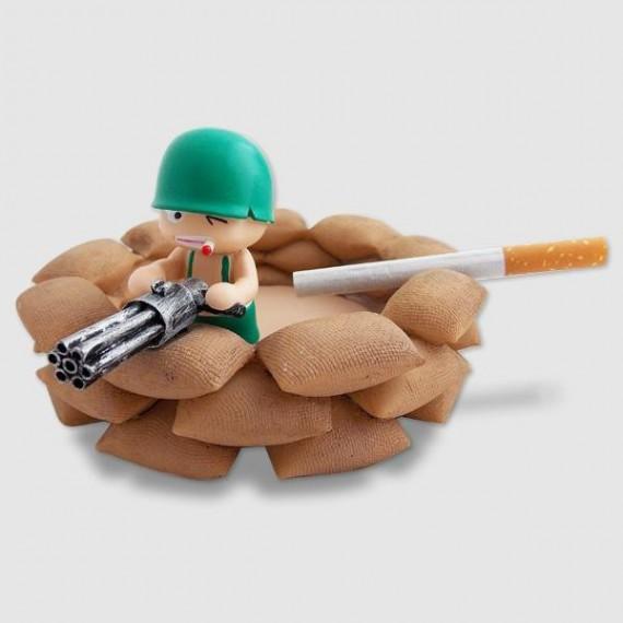 Cendrier petit soldat dans son bunker