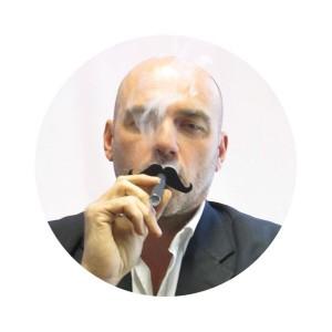 Moustache de cigarette électronique