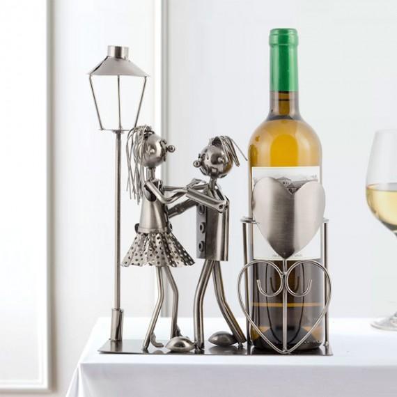 Porte-bouteille couple d'amoureux sous un lampadaire