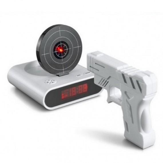 Réveil cible avec pistolet