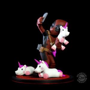 Figurine Marvel - Q-Fig Deadpool unicornselfie 10 cm