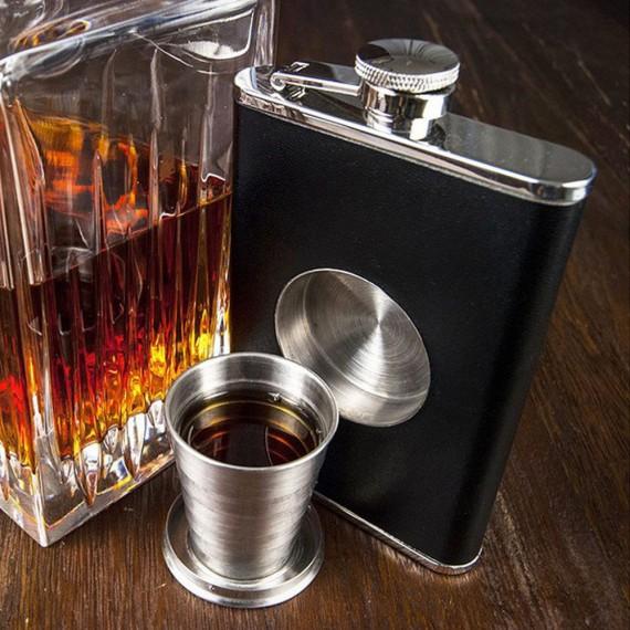 Flasque avec verre à shots intégré