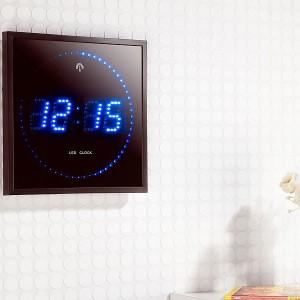 Horloge digitale bleue avec radio pilotage