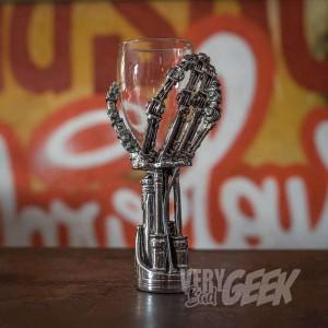 Verres à vin - Main de Terminator