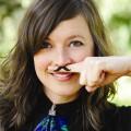 Tatouage moustache pour doigt