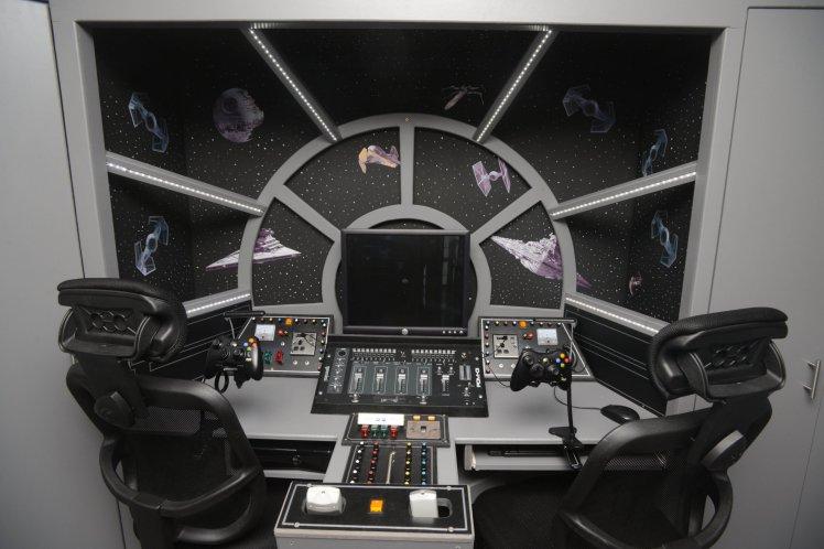 cockpit-faucon-millenium-commentseruiner