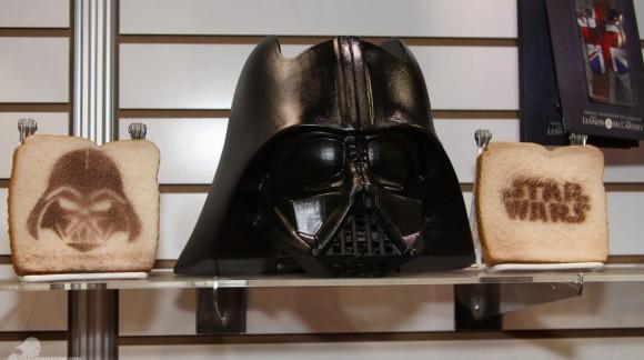 Le toaster Dark Vador pour déguster le Côté Obscur