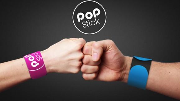 Faire des selfies grâce à votre bracelet ? Possible avec Pop Stick qui se transforme en perche !