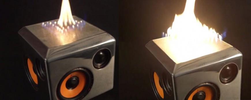 Une enceinte qui crache des flammes au rythme de la musique ? Pour regarder la musique :)