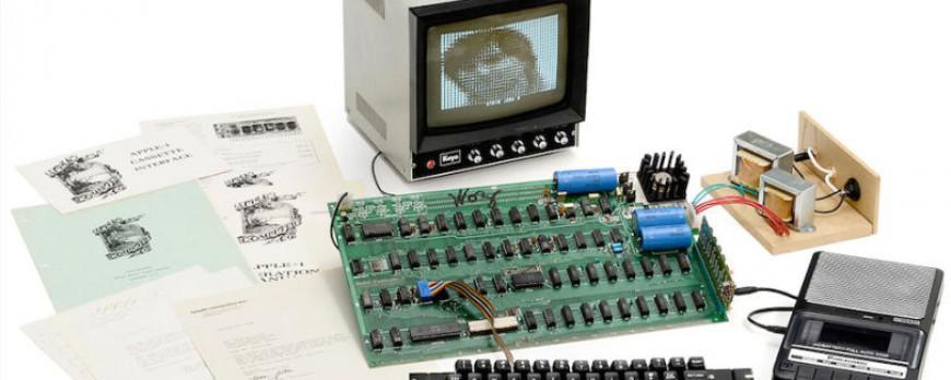 """Elle jette son vieil ordinateur """"Apple 1"""" qui vaut en fait 200.000 dollars !"""