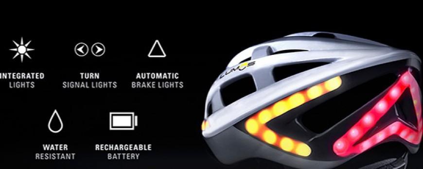 Un casque de vélo clignotant. Accessoire de vélo indispensable