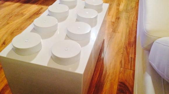 La table LEGO débarque dans les salons :